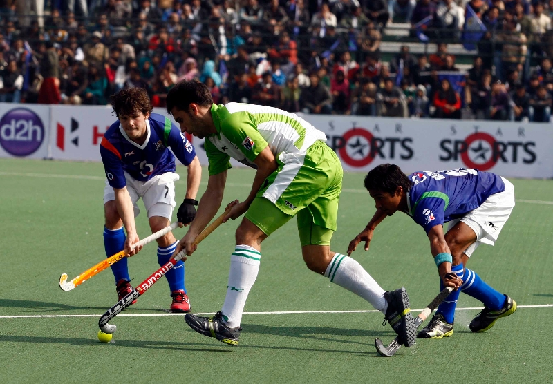 delhi-waveriders-and-up-wizards-in-action-during-their-match-at-lucknow-on-19th-jan-2013-4