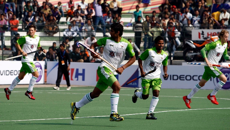 delhi-waveriders-in-action-against-up-wizards-at-lucknow-on-19th-jan-2013