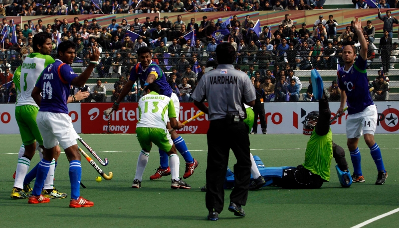 raghunath-captain-of-up-wizards-scoring-a-first-goal-for-up-wizards-against-delhi-waveriders-at-lucknow-on-19th-jan-2013-1