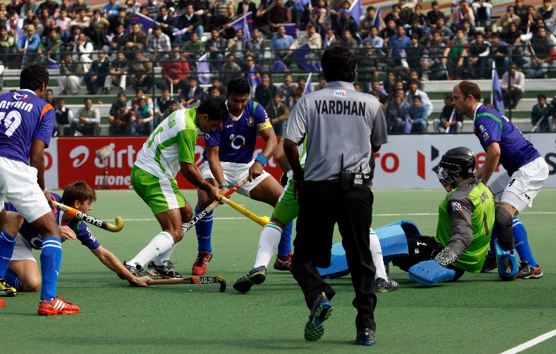 raghunath-captain-of-up-wizards-scoring-a-first-goal-for-up-wizards-against-delhi-waveriders-at-lucknow-on-19th-jan-2013-2