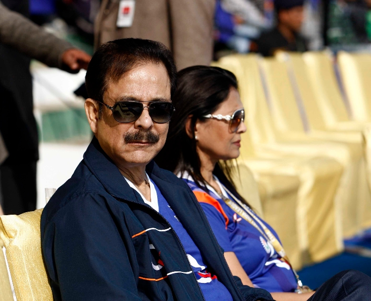 sahara-shree-spotted-with-his-wife-swapna-roy-at-dhyan-chand-stadium-lucknow-on-19th-jan-2013