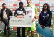simon-child-receive-goal-of-the-match-against-up-wizards-at-lucknow-on-19th-jan-2013