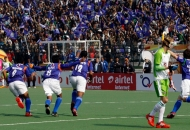 up-wizards-celebrating-their-first-goal-over-delhi-waveriders-at-lucknow-on-19th-jan-2013-3