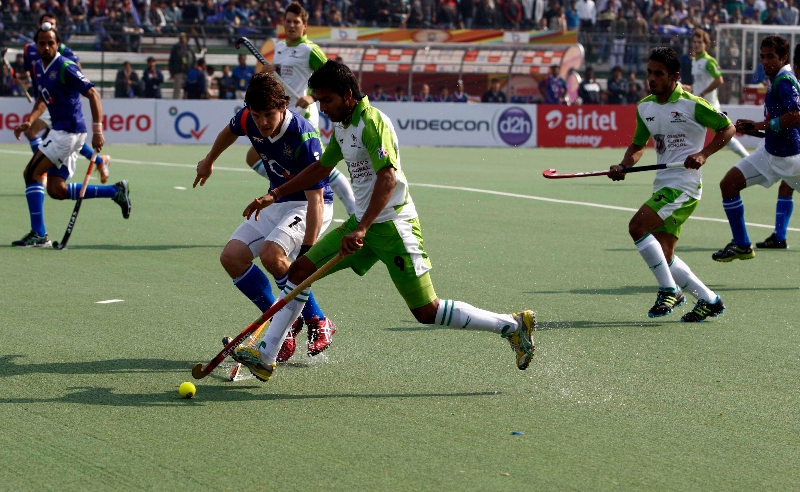 up-wizards-and-delhi-waveriders-player-in-action-during-the-match-between-up-wizards-and-delhi-waveriders-at-lucknow-on-19th-jan-2013-2