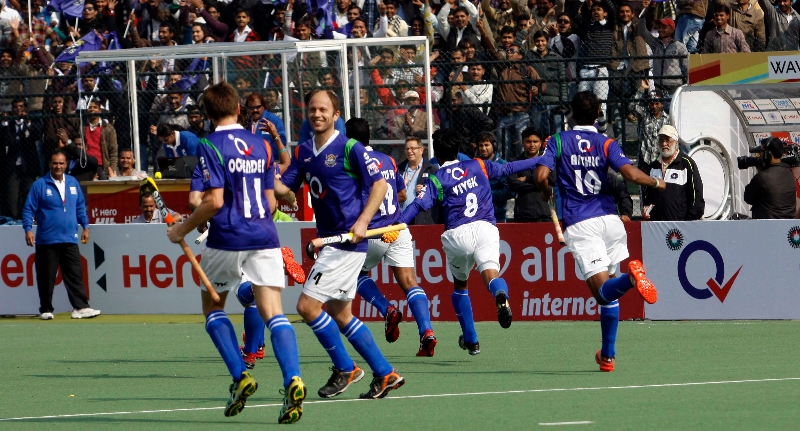 up-wizards-celebrating-their-first-goal-over-delhi-waveriders-at-lucknow-on-19th-jan-2013-1