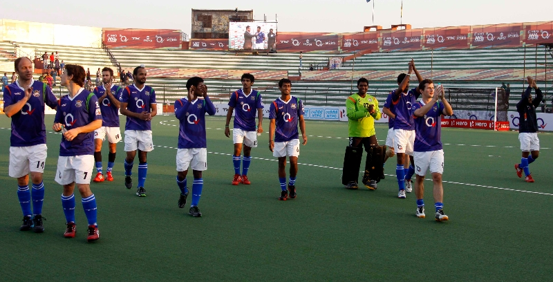 up-wizards-team-after-2-0-win-over-ranchi-rhinos-at-lucknow-on-20th-jan-2013-2