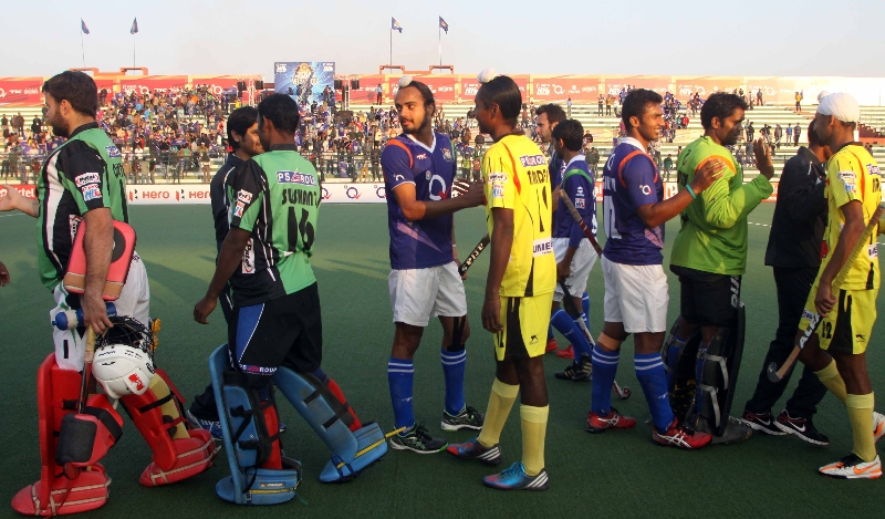 up-wizards-team-after-2-0-win-over-ranchi-rhinos-at-lucknow-on-20th-jan-2013-3