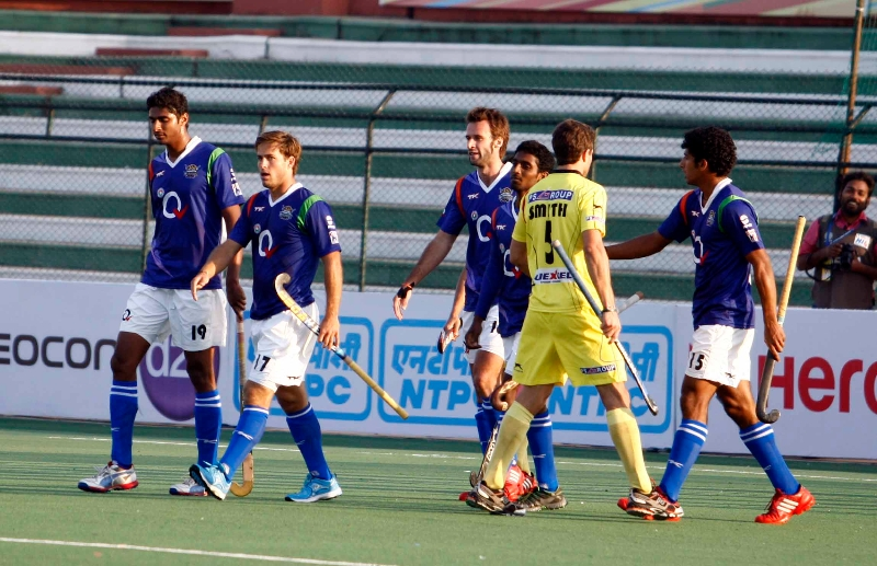 up-wizards-team-after-2-0-win-over-ranchi-rhinos-at-lucknow-on-20th-jan-2013-4