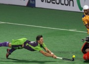Delhi_Waverider's_player_in_action